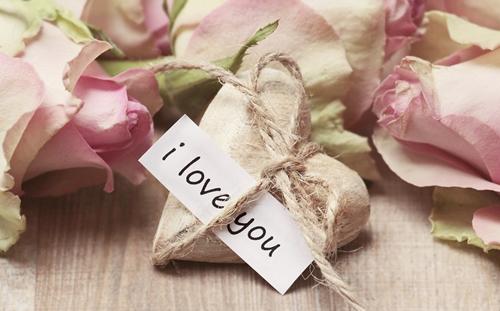 กลอนรัก หวานๆ บอกรักคนพิเศษด้วย กลอน Valentine